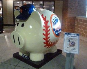 Giant Mets piggybank
