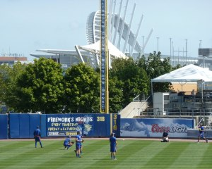 Brooklyn Cyclones get their pre-game work in