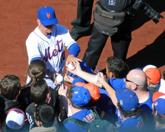 Terry Collins signs autographs (Photo credit: Paul Hadsall)
